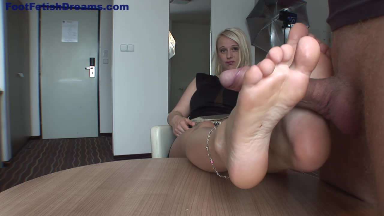 Girls Stinky Feet Smelling