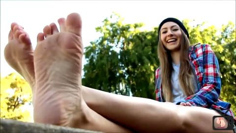 Cute skater girl gets rid of her Converse and shows off pretty feet in public