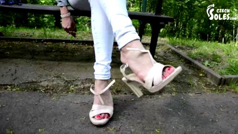 Hot amateur model takes her shoes off in the nature and reveals her feet (Czech Soles)