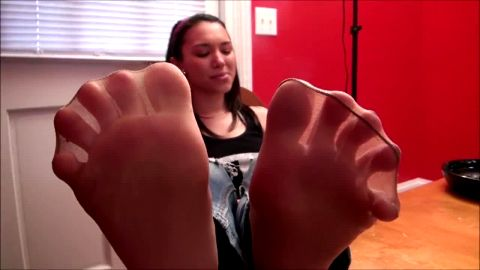 Playful teen smells her stinky feet and shows them to the voyeur camera