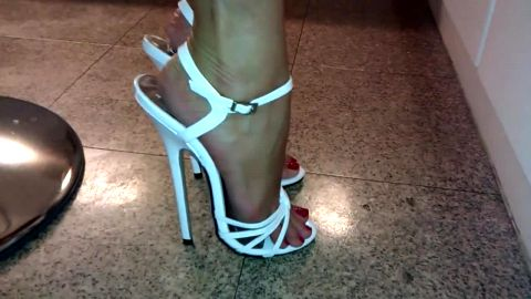 18cm hard to walk in this sexy white heigh heels