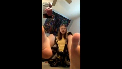 Hot teen makes her man cum by showing him her sexy feet via cam