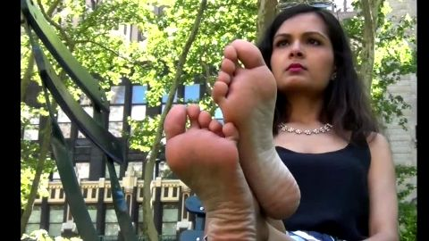 Petite amateur doll exposes her sexy soles in the park downtown