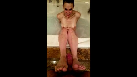 Naked girlfriend gave me a sick footjob while she was sitting in the bathtub
