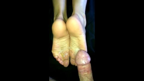 Love watching my hot babe spreading my fresh jizz all over her sexy soles