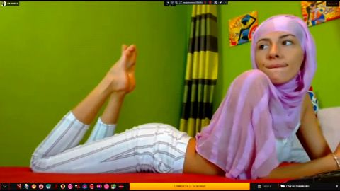 Horny Muslim chick provokes with her delicious feet on the camera