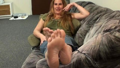 Bored dressed up wife exposes her mature feet in many different angles