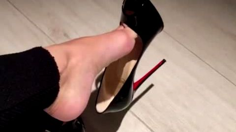 Juicy dangling in Christian Louboutin high heels