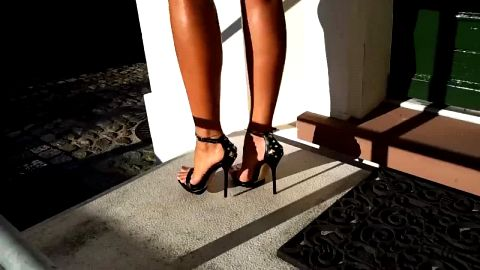 Bombshell in mini skirt and sexy shoes walks into the limo