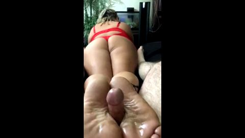 Big booty wifey in red lingerie giving my a reverse oily footjob in bed