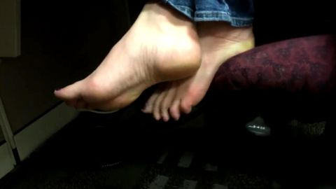 Hidden camera captures sexy female colleague's feet & toes at work