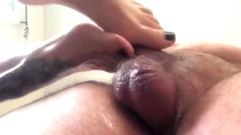 Watch me using my tattooed oily feet on fat slaves hard dick