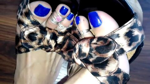 Leopard print sandals go perfectly with my blue toe nails