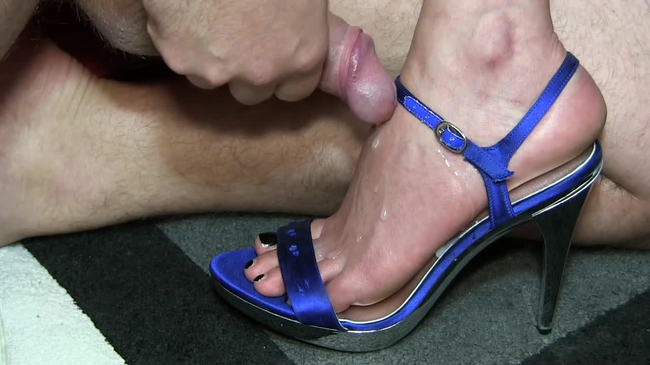 Footjob cum in shoe