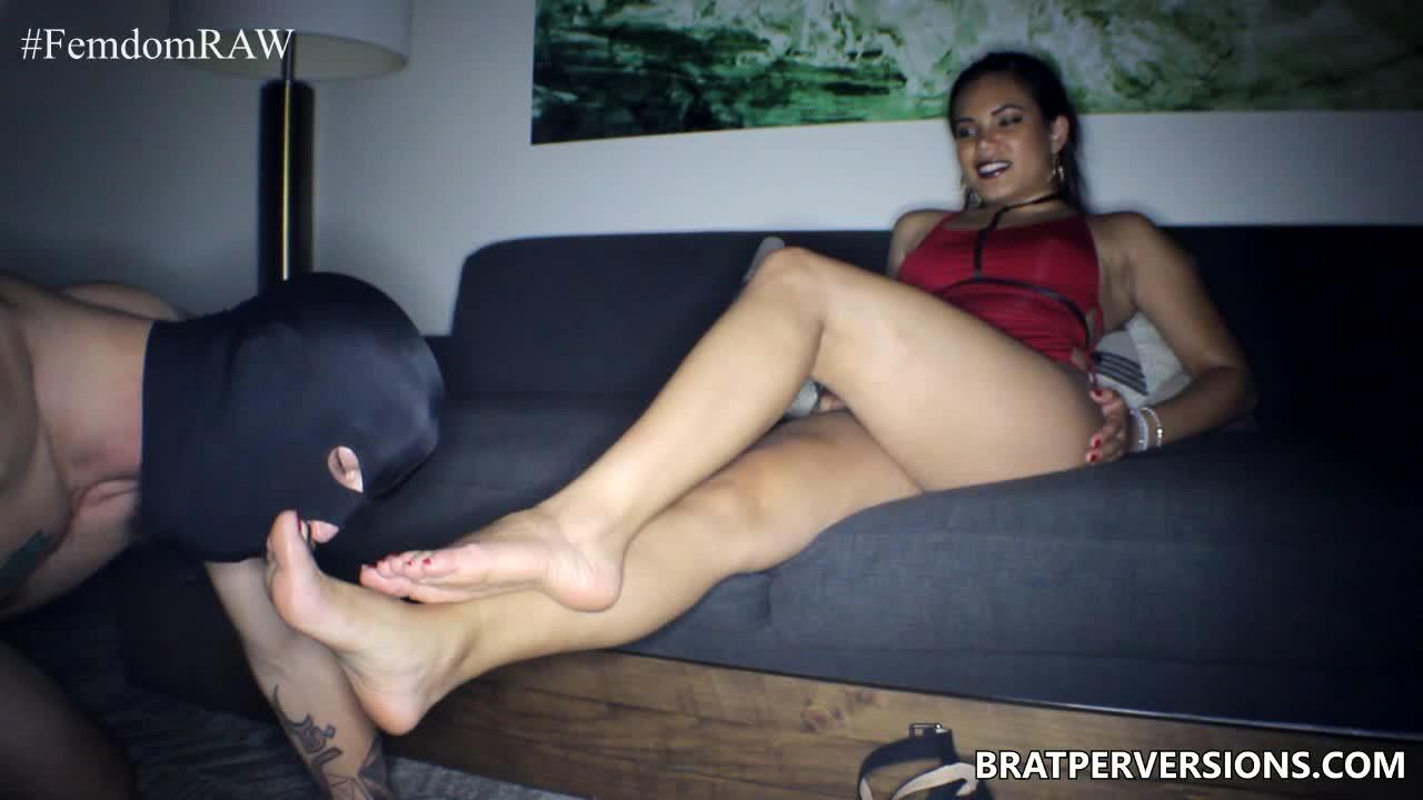 Couple Feet Slave Threesome