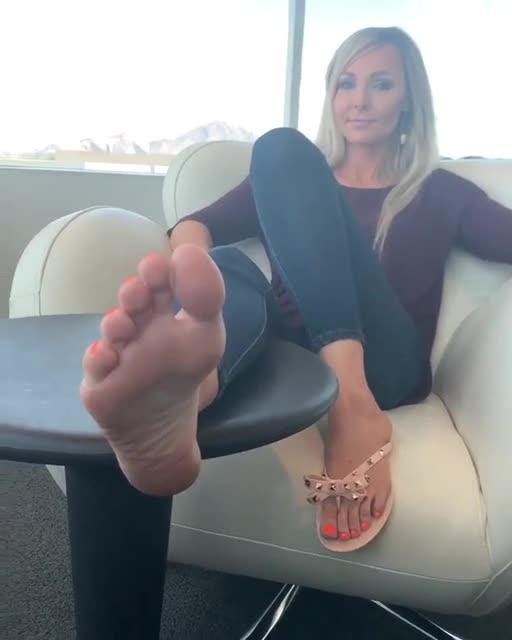 Sexy Cougar Feet